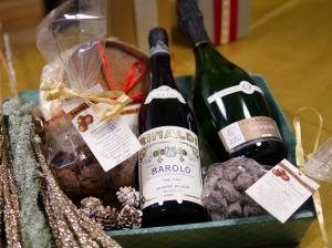 Cesto-Regalo-Champagne-Barolo-prodotti-tipici-di-Langa
