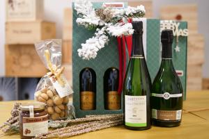 Cesto-Regalo-Champagne-prodotti-tipici-di-Langa
